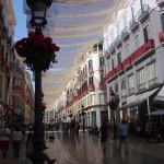 Haupteinkaufsstrasse in Malaga - im Sommer wird mit Tüchern für Schatten gesorgt